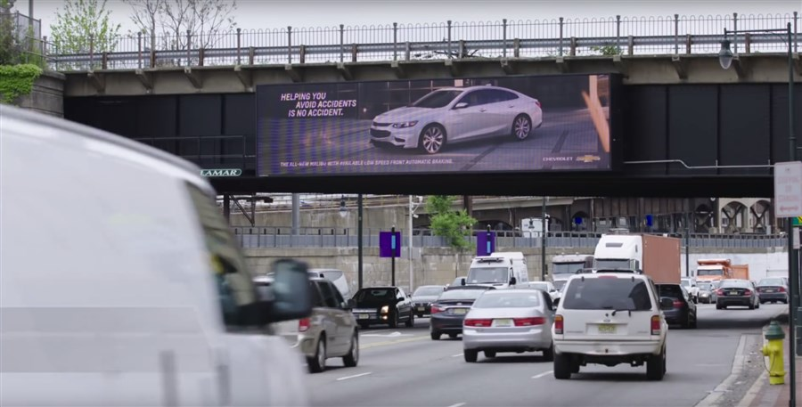 The custom-built solution immediately recognises the target audience based on their vehicles and delivers custom billboard advertisements accordingly.