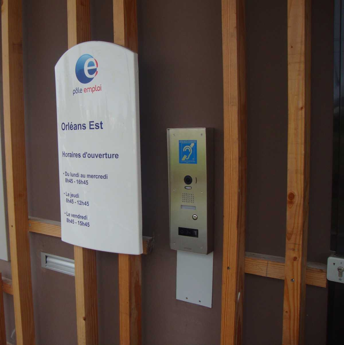 450 Pole emploi offices in France are now equipped with video intercom systems from Aiphone
