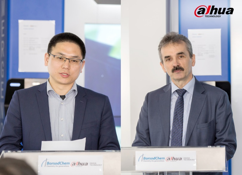 Mr. Szabó János (right) & Mr. Colin Wang (left) gave speeches at the signing ceremony